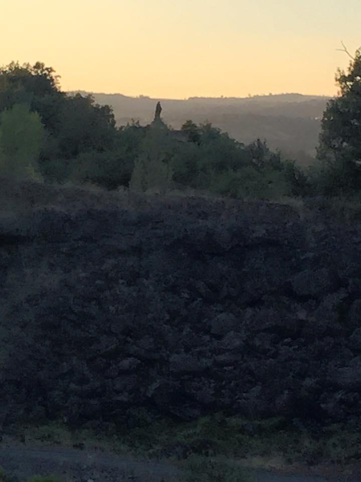 Jakobsweg – Tag 34 – Am Rande des Abgrunds. Heute Nacht habe ich neben einem Vulkankrater geschlafen